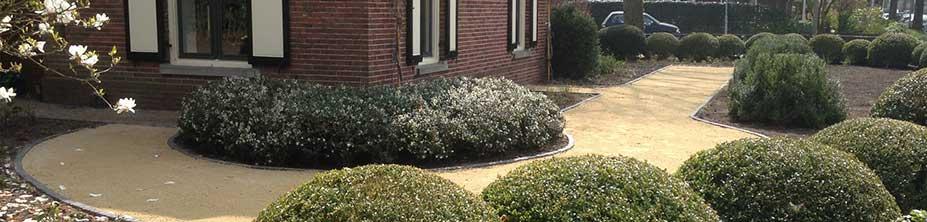 een gestructureerde tuin aangelegd door een hovenier